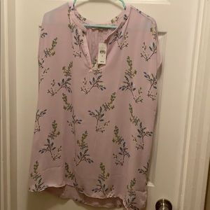 Cute floral blouse!